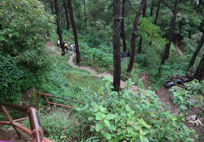 The road to hanging Coffins Sagada.