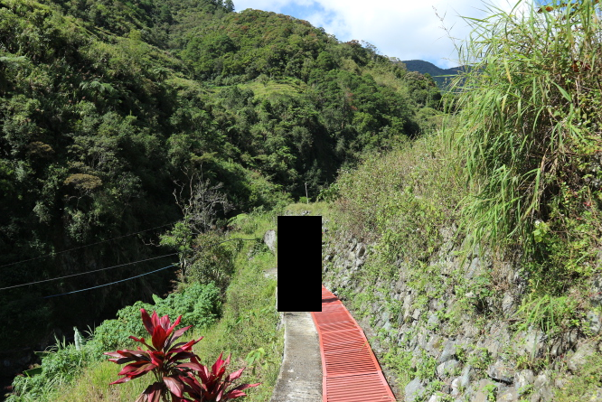 The way to Hapao Rice Terraces.