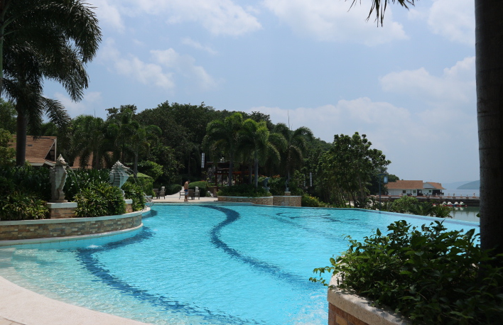 The sunlight eco-tourism infinity pool.