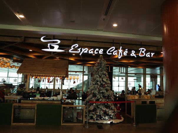 Domestic airport restaurant.