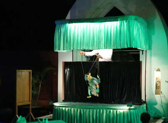 The puppet shoew from zfreeti hotel.