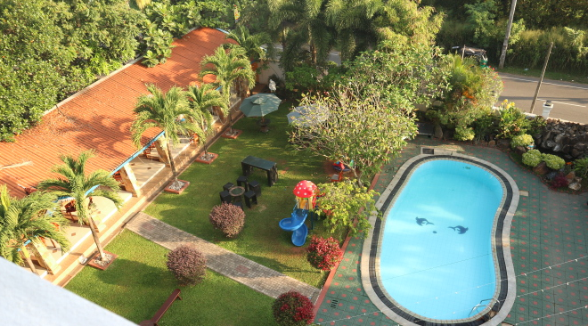 The pool at euro star hotel.