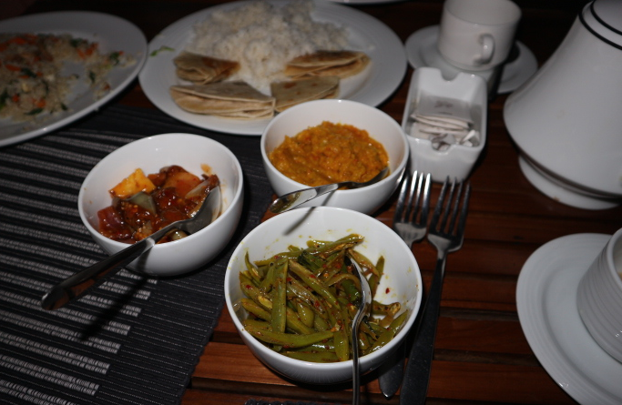 The foods we ordered for dinner at Sigiriana hotel.