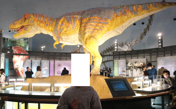 The animated dinosaur at the center of the museum.