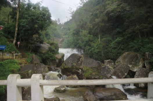 The falls on the way to Eliya.