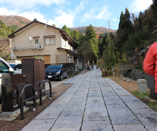 The way to Eihei-Ji Temple.