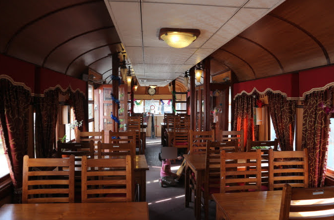 The capsule of an old train became a restaurant.